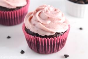 dark-chocolate-raspberry-cupcakes_3037